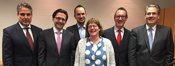 Präsidium des Beirats der Business School (v.l.n.r.): Michael Marbler, Michael Baumgärtner (Vorsitzender), Martin Frick, Susanne Preuß (Stellv. Vorsitzende), Michael Huber und Henrik M. Lingenhölin.